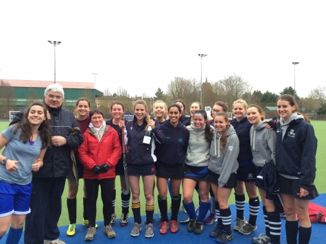 Quilda's Hockey Team celebrating their Cuppers victory in 2015 with Professor Sir Gordon Duff and Dr Lorraine Wild