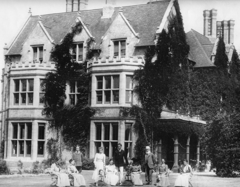 St Hilda's College - A Concise History