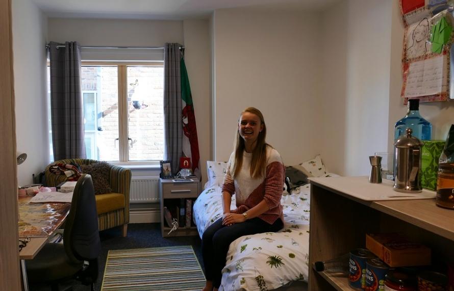 Oriental Studies undergradute, Aileen Kearney, in Jocelyn Morris Quad