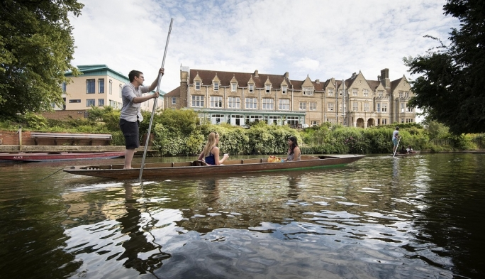 Punting past South Building, St Hilda's College